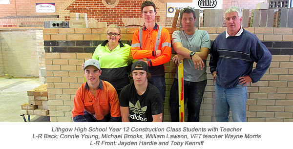 Lithgow 2016 Yr 12 Students Try Out Bricklaying wth Caption